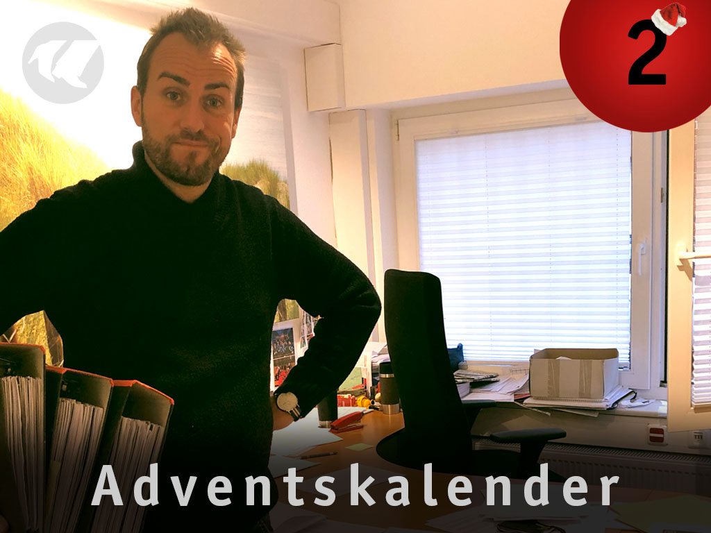 2. Advent: Chris steht in Markus Büro