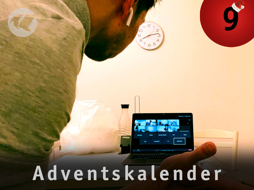 9. Advent: Martin vor Laptop