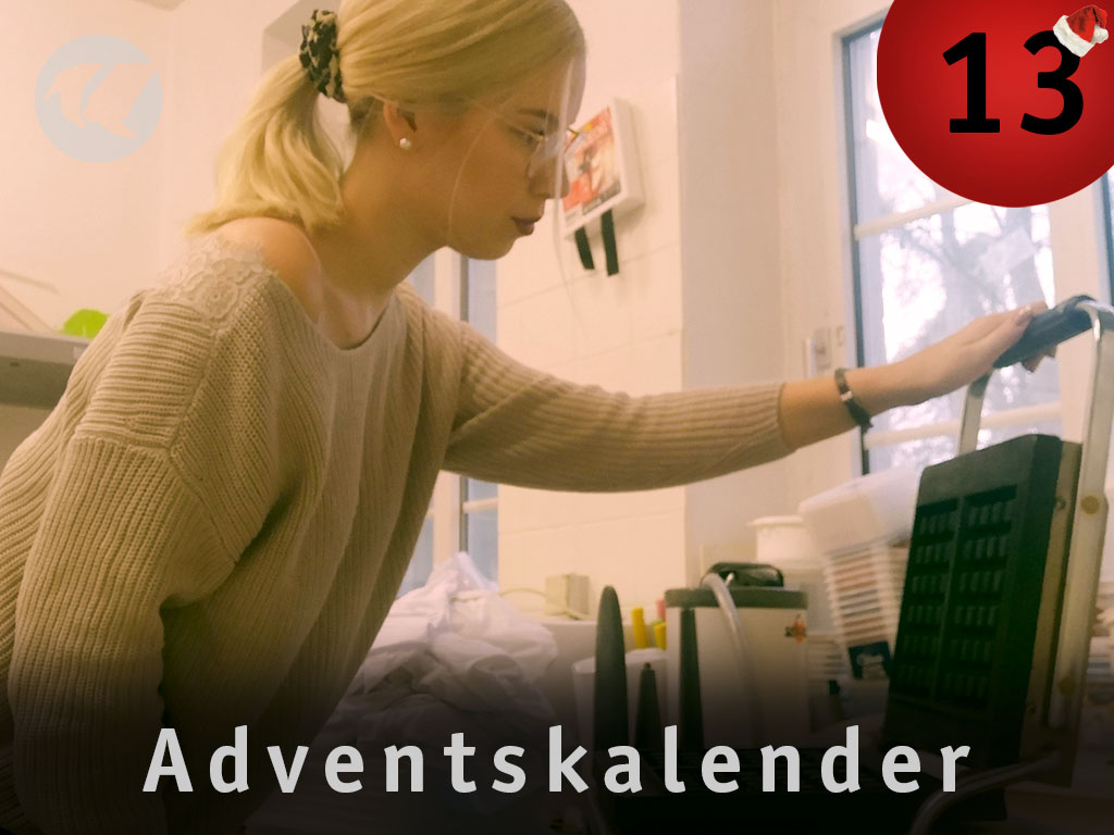 13. Advent: Nadine am Waffeleisen