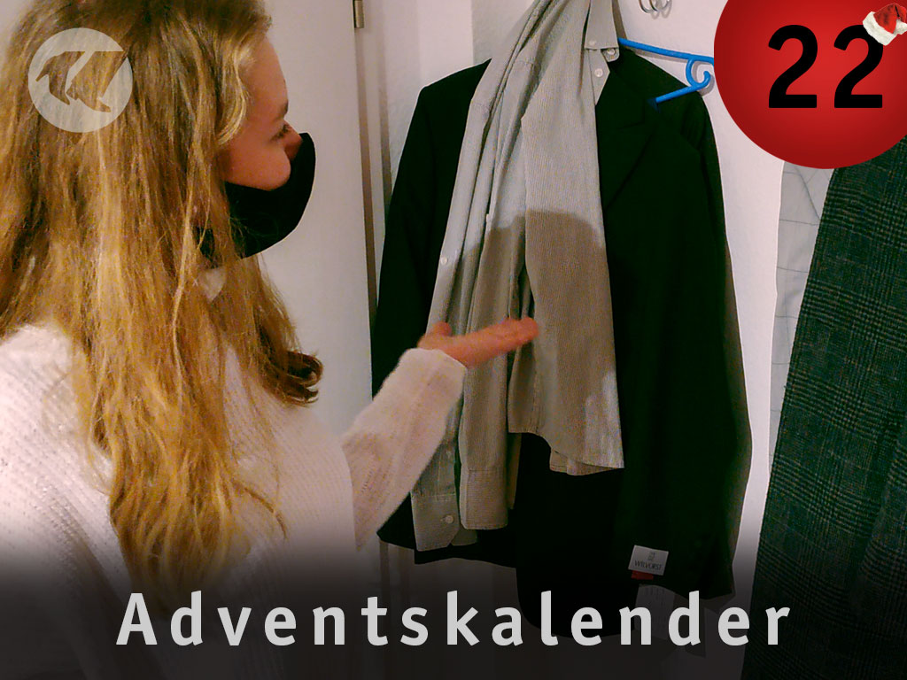 22. Advent: Celien vor der Garderobe